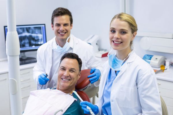 Do General Dentists Perform Oral Cancer Examinations?